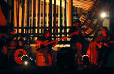 banda de musicos se apresentando
